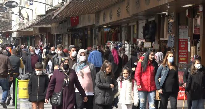 Gaziantep'te vaka sayısı artıyor çarşıda yoğunluk azalmıyor