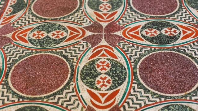 Sehpa olarak kullanılırken bulunan 2000 yıllık Roma mozaikleri İtalya'da müzeye döndü